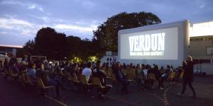 Séance «cinéma de plein air» au quartier des Planchettes